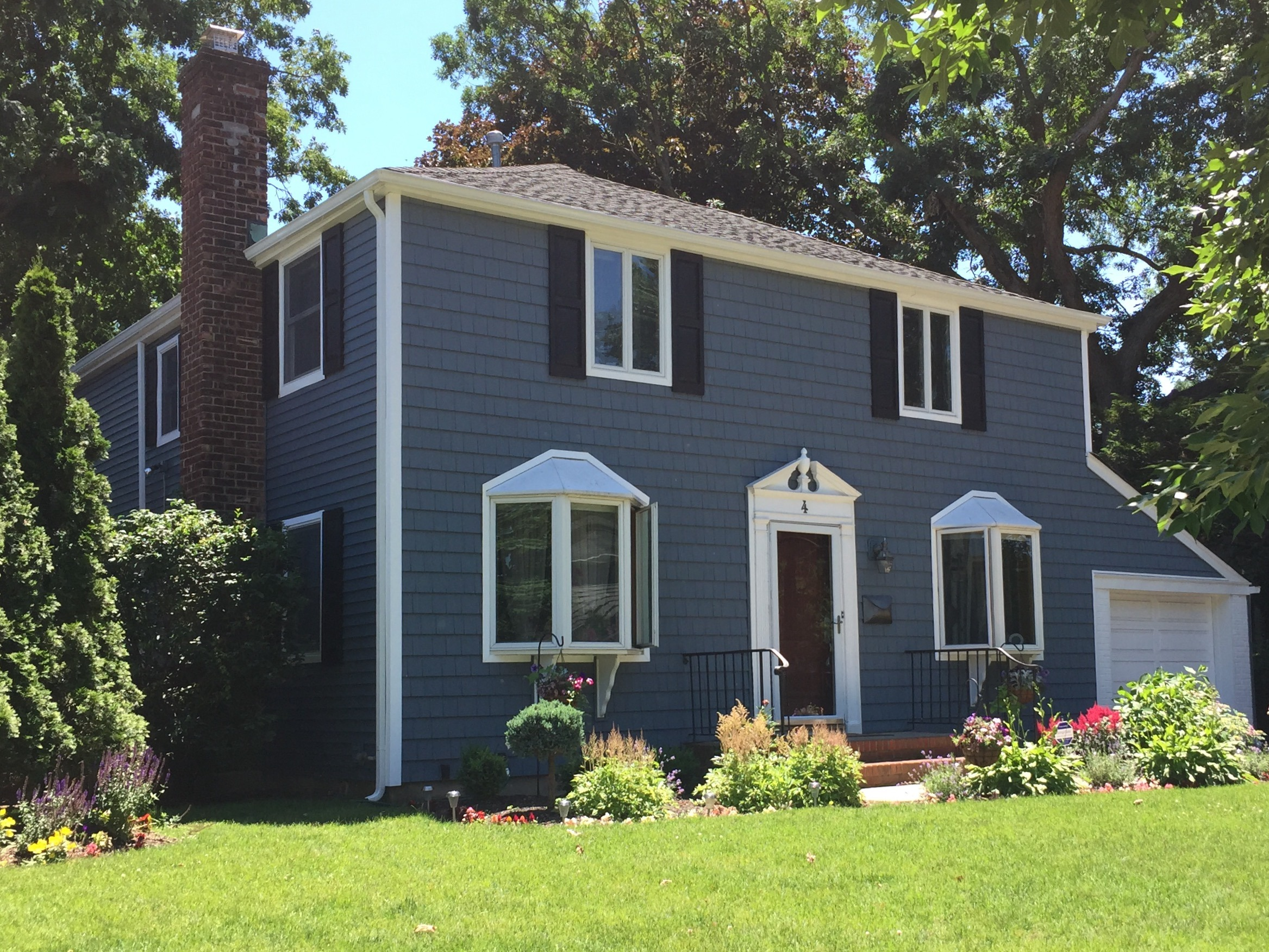 Harbor blue siding alpha harbor blue vinyl siding for Blue siding house